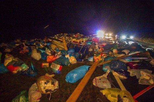 Acht Tonnen Altkleidung bei Kleinaspach im Graben gelandet