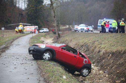 Vater und drei Kinder bei Unfall teils schwer verletzt