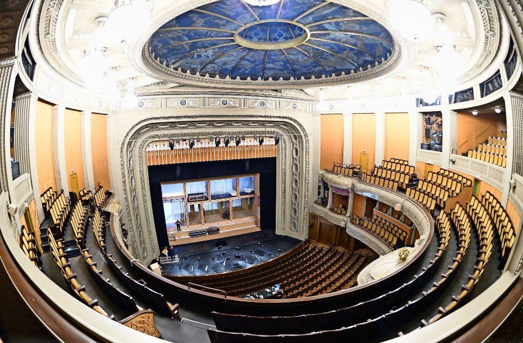 Blick in den Zuschauerraum des  Stuttgarter Opernhauses Foto: dpa