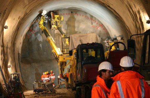 Im Innern des Fildertunnels: die Wände werden mit Betonschalen ausgekleidet. Die Lkw sollen direkt von der A 8 zum Tunnelmund fahren –   das will zumindest die Bahn. Der Fildertunnel ist nur eine der aktuellen Stuttgart-21-Baustellen, weitere zeigen wir in der Fotostrecke. Foto: Kai Müller