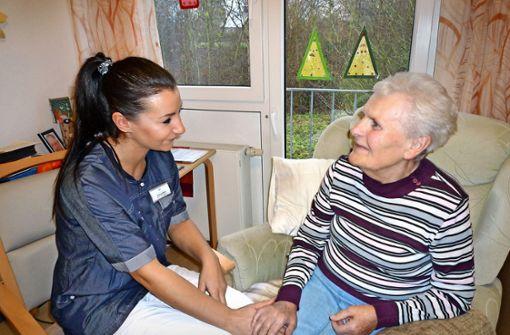 Die Senioren-Pflege passt sich  an