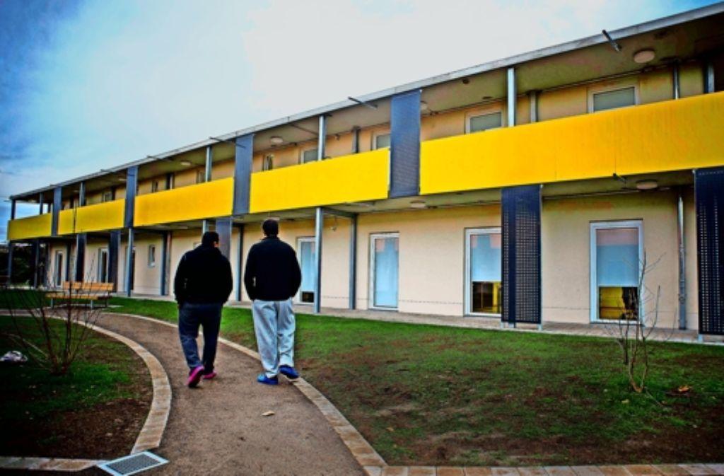 Im Neckarpark ist einer  der neuen Systembauten entstanden, in denen  die  Stadt die wachsende  Zahl ankommender Flüchtlinge unterbringt. Foto: Lichtgut/Max Kovalenko