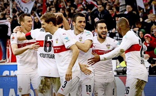 Jetzt jubeln und lachen sie wieder: Nur drei Tage nach dem 0:4-Untergang in Mönchengladbach zeigt sich der VfB gegen Hoffenheim von seiner allerbesten Seite. Foto: Baumann