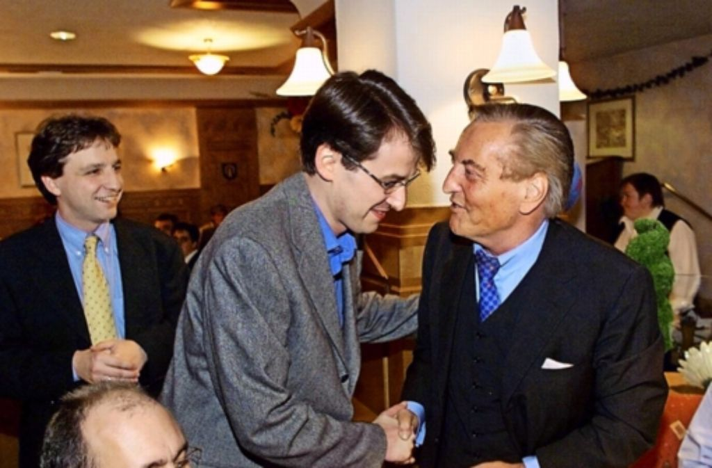 1999  war  im Ratskeller die CDU-Welt noch in Ordnung: Christoph Palmer,  Michael Föll (damals Gemeinderat) und Gerhard Mayer-Vorfelder bei einem Heimspiel   (von links). Foto: