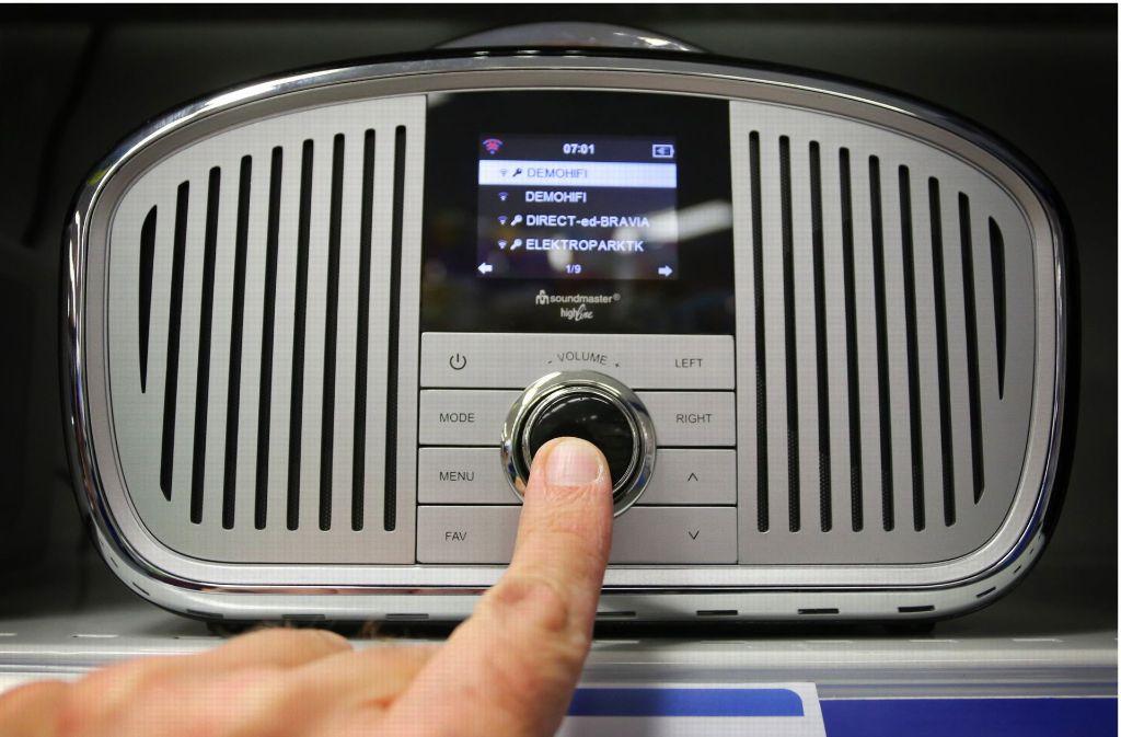 Bei Radiohörern beliebt ist und nach wie vor der Sender SWR3. Foto: dpa