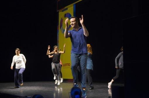 800 Tanzbegeisterte im Theaterhaus – und der Lehrer   Eric Gauthier Foto: Horst Rudel