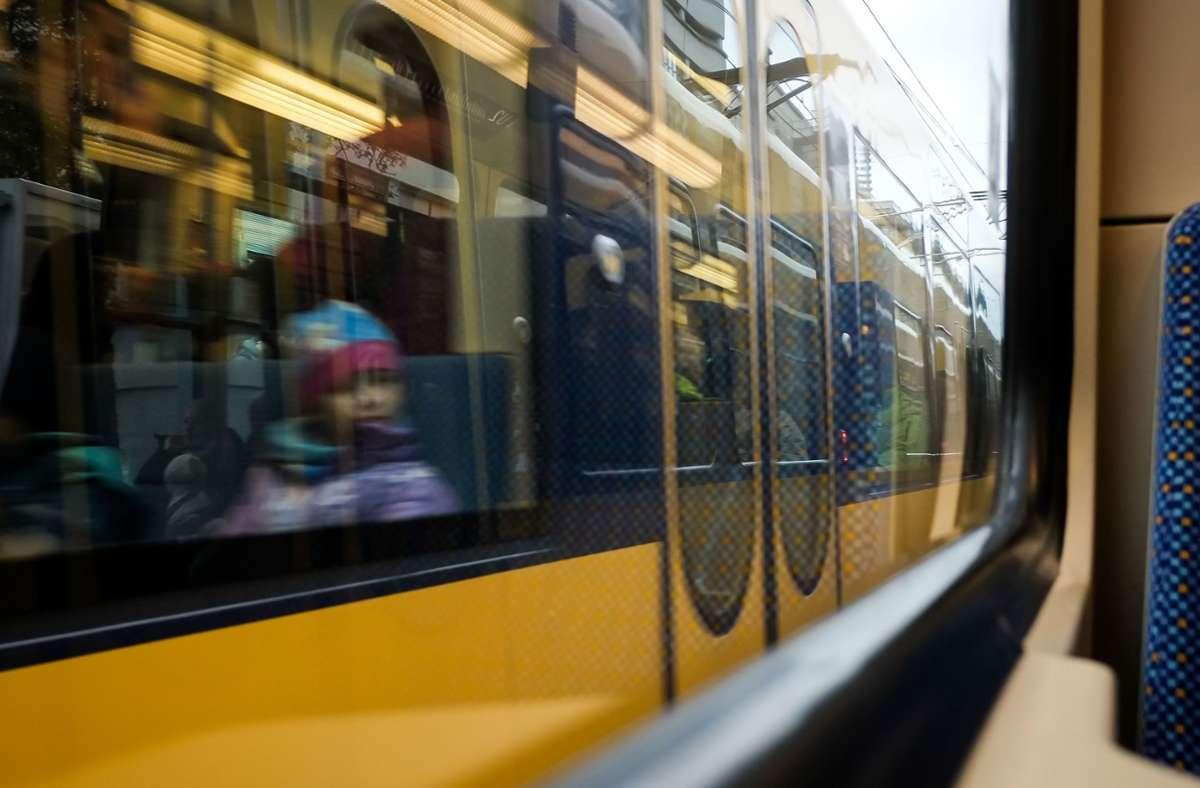 Wer mit der Stadtbahn unterwegs ist, muss sich auf höhere Preise einstellen. Der VVS erhöht die Tarif zum 1. April 2020 um durchschnittlich 2,66 Prozent. Foto: Lichtgut/Max Kovalenko