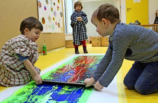 Kinder entdecken künstlerisch die Welt