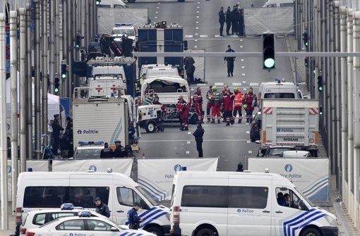Rettungskräfte im Einsatz an der Brüsseler Metrostation Maelbeek. Foto: AP