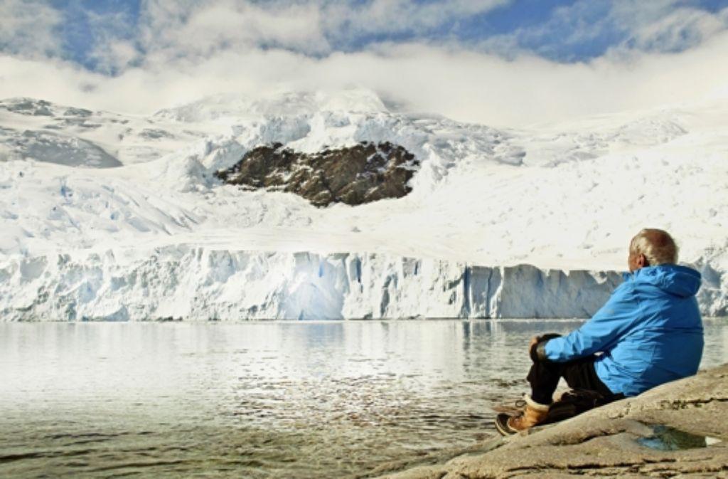 """Der Antarktis-Pionier Claude Lorius bei den Dreharbeiten zum Film """"Zwischen Himmel und Eis"""" Foto: Verleih"""