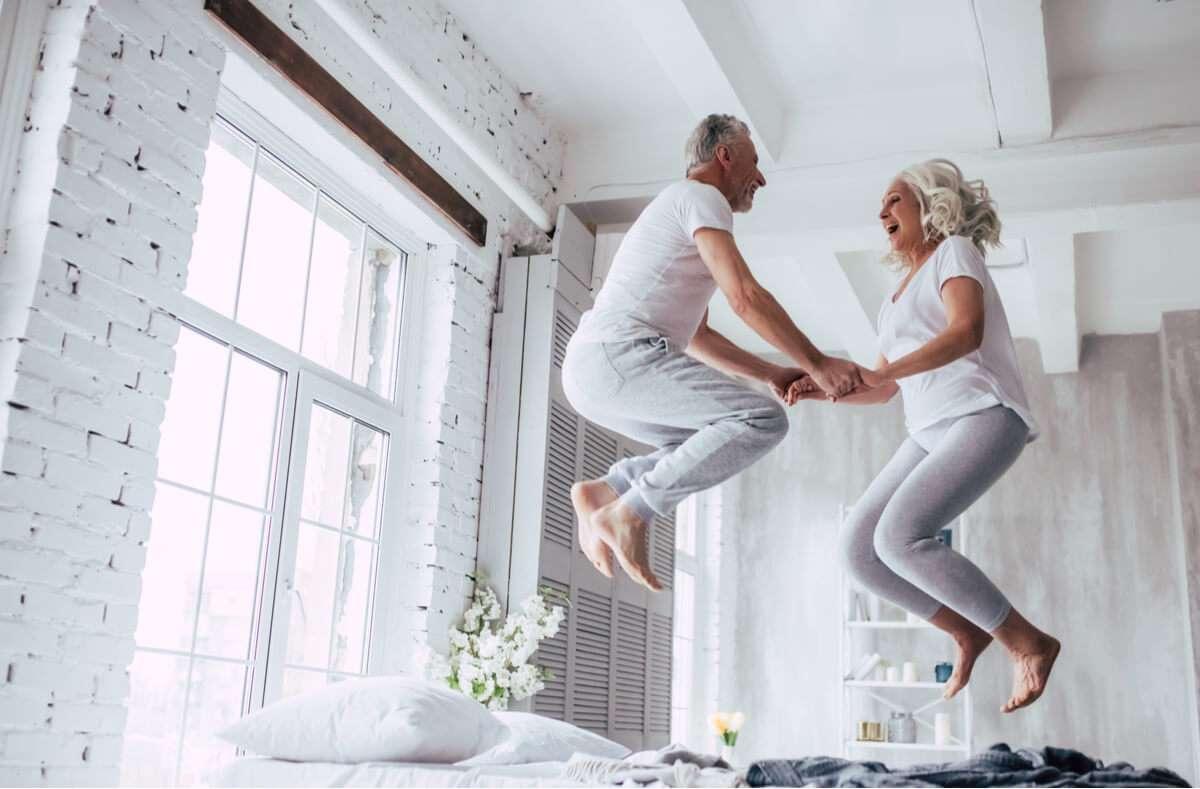 Die 10 besten Tipps und Tricks, wie Sie auch im Alter effektiv abnehmen können. Foto: 4 PM production / Shutterstock.com