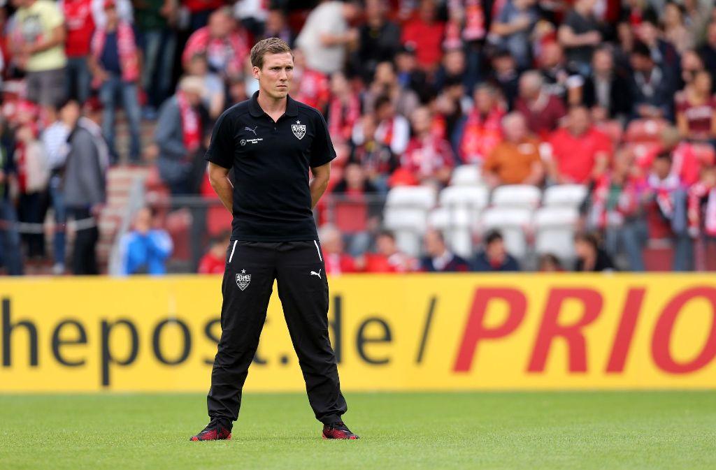 VfB-Trainer Hannes Wolf blickt skeptisch auf die Partie bei Hertha BSC Berlin. In unserer Bildergalerie gibt es den ganzen VfB-Kader für das Spiel in Berlin. Foto: Pressefoto Baumann