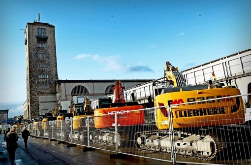 Beim Rundgang werden unter anderem Maschinen  gezeigt. Foto: Jan Reich