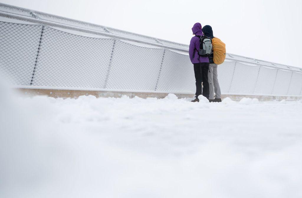 Auf der Zugspitze ist der erste Schnee gefallen. Foto: dpa