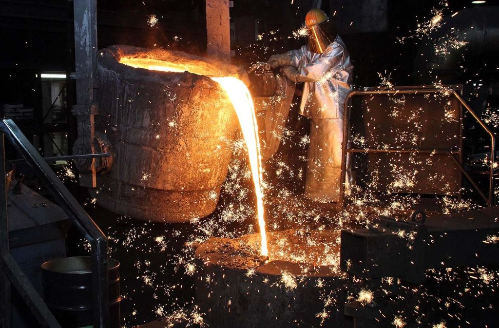SHW verhandelt derzeit mit der IG Metall Ergänzungstarifverträge. Die Beschäftigten in Bad Schussenried  können  jetzt aufnehmen.  In der Gießerei in Tuttlingen (Bild)  laufen die Gespräche noch. Foto: Helmut Bucher