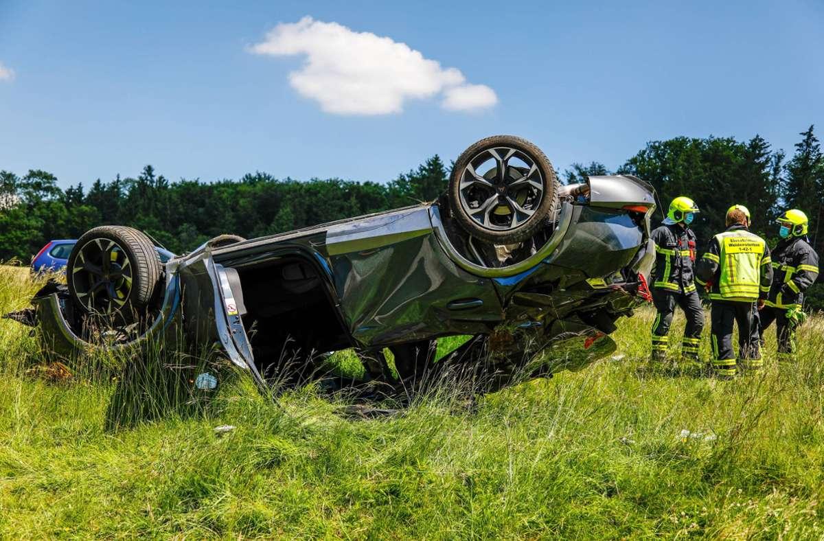 Das Auto kam auf dem Dach zum Liegen. Foto: 7aktuell.de/Christina Zambito/7aktuell.de | Christina Zambito
