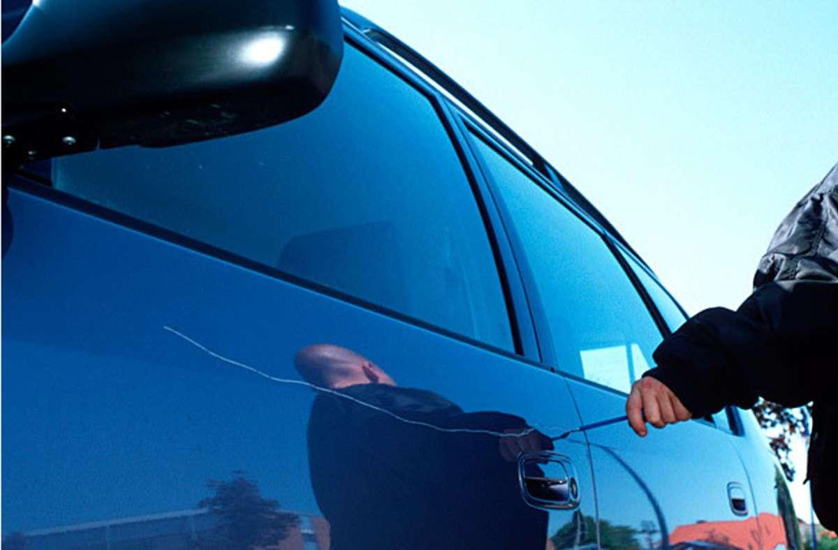Ein Mann hat im Stuttgarter Westen mindestens 15 Autos zerkratzt. (Symbolbild) Foto: dpa