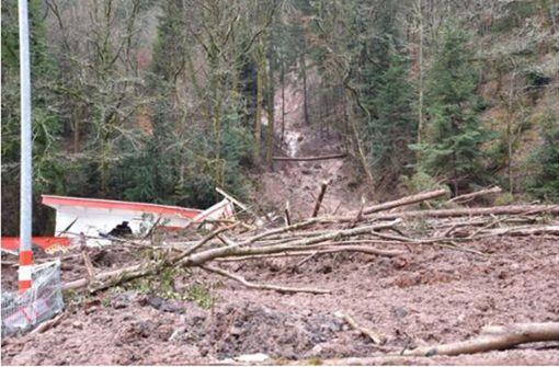 Heftiger Erdrutsch begräbt Gebäude in Schramberg