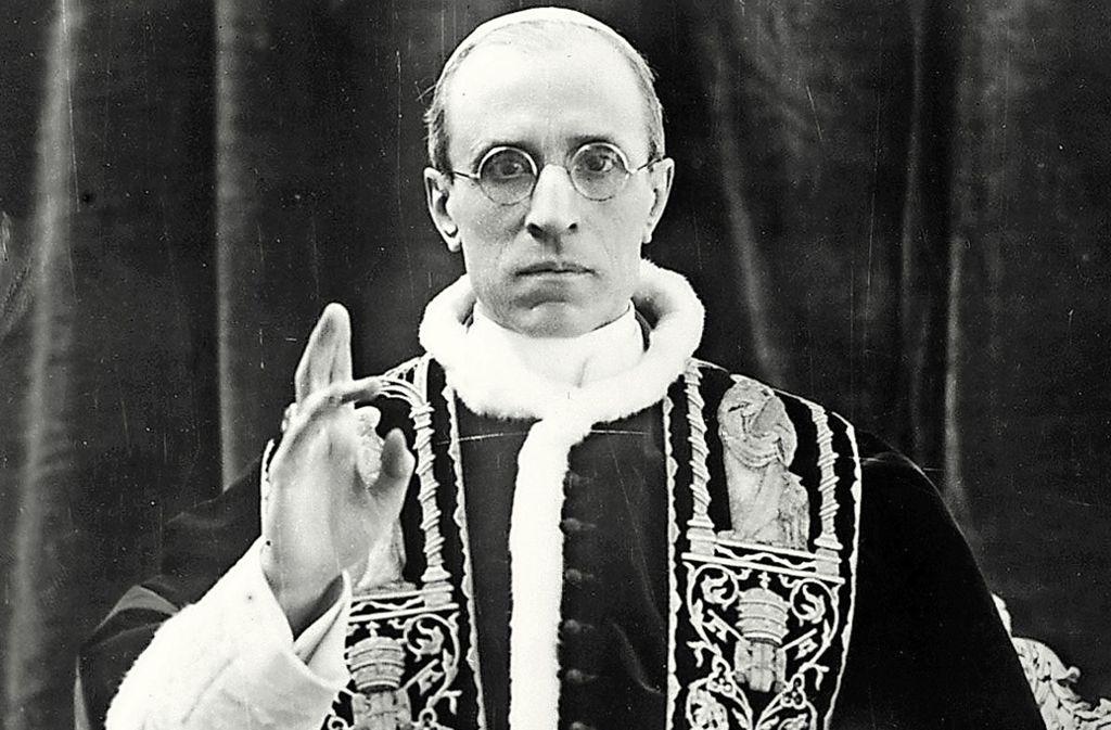 Pius XII. war während des Zweiten Weltkriegs Oberhaupt der katholischen Kirche, sein Pontifikat mit fast 20 Jahren ist eines der längsten und zugleich  umstrittensten. Foto: Picture Alliance/dpa/Files