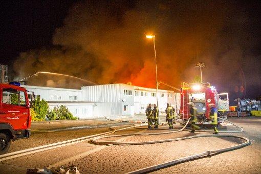 Brand in Großbäckerei schwelt noch immer