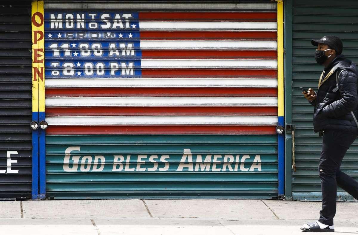 Auch die US-Wirtschaft trifft die Corona-Krise hart. Foto: dpa/Matt Rourke