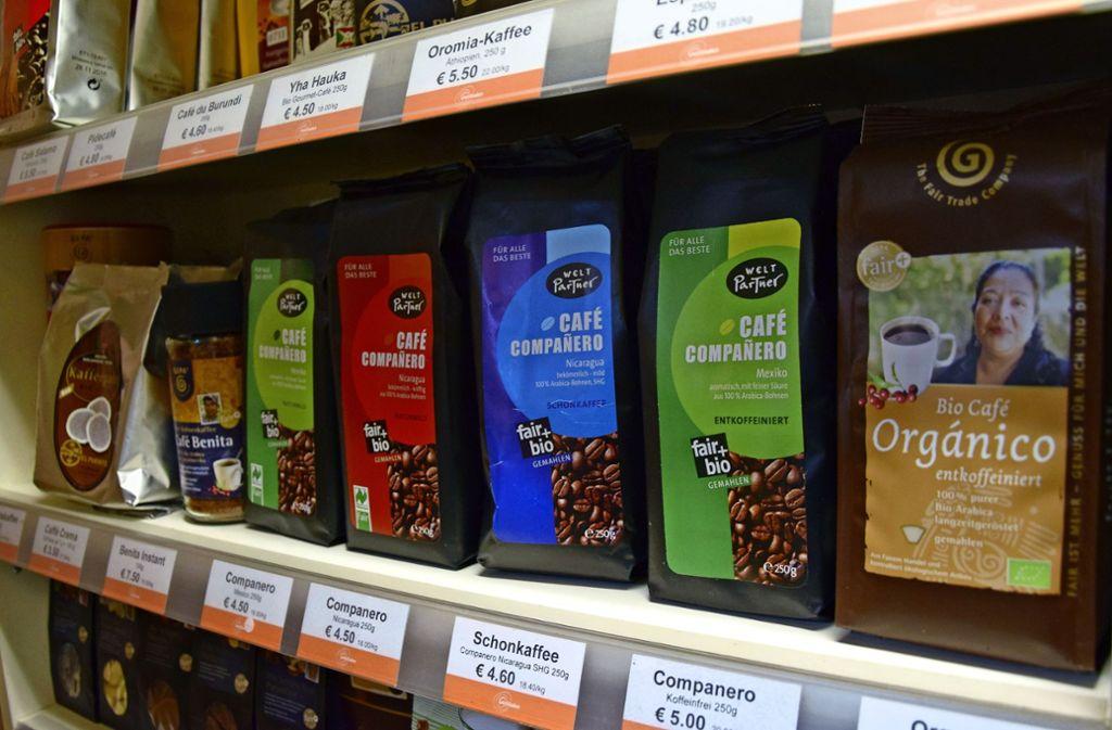 Fair gehandelten Kaffee in Bio-Qualität gibt es schon seit Jahren.  In den Weltläden auf der Filderebene ist die Auswahl groß. Foto: Kratz