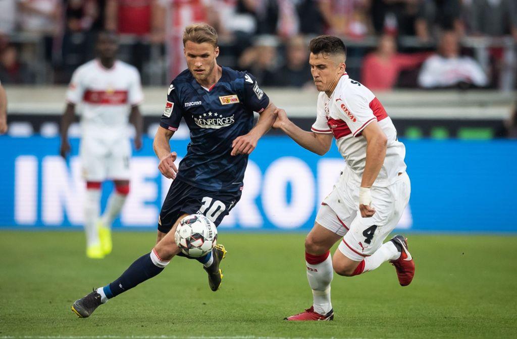 Zweikampfstark: der VfB-Verteidiger Marc Oliver Kempf (rechts) versucht sich hier gegen Sebastian Andersson von Union Berlin zu behaupten. Aber bleibt der 24-Jährige? Foto: Getty
