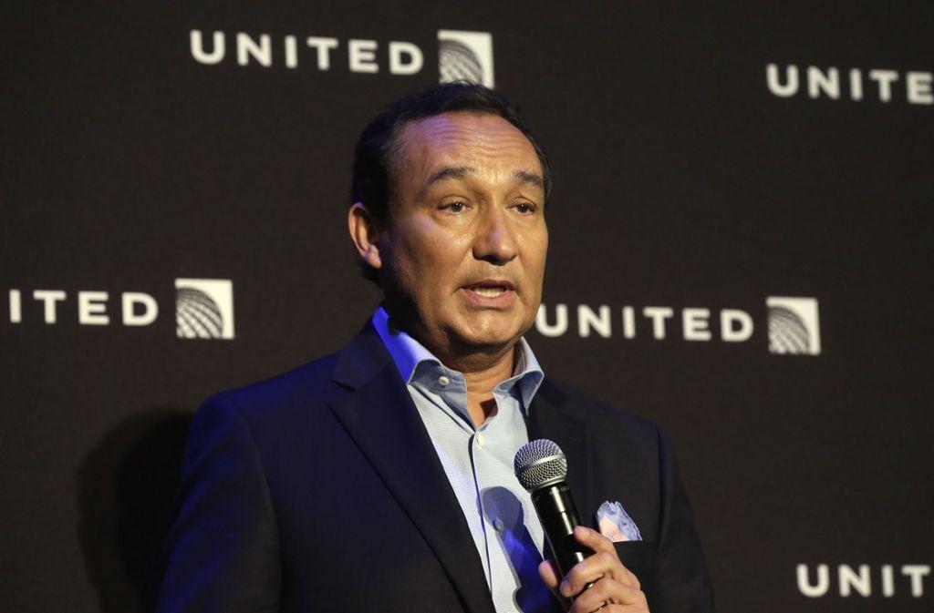 United Airlines CEO Oscar Munoz hat sich bei dem misshandelten Passagier David Dao entschuldigt. Bei Annette Edwards hat sich der Top-Manager noch nicht gemeldet.  Foto: AP