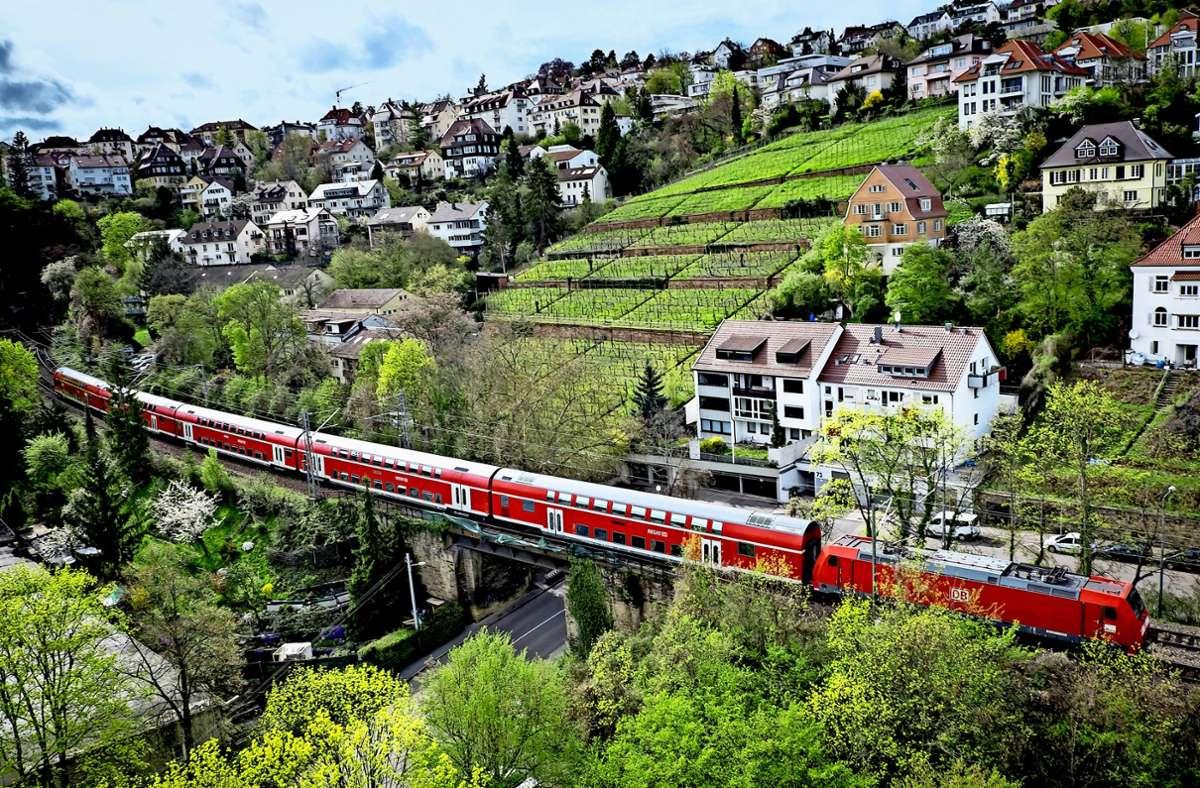 Die Gäubahnstrecke führt noch durch Stuttgart. Künftig sollen die Züge aus Singen über den Flughafen und den Fildertunnel zum Hauptbahnhof fahren. Foto: Lichtgut/Achim Zweygarth
