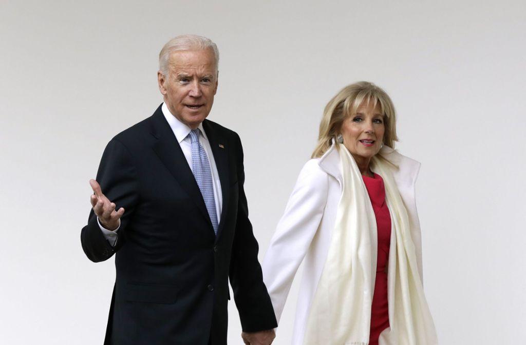 In schweren Zeiten standen sie zusammen: Joe Biden und seine Frau Jill. Foto: AP