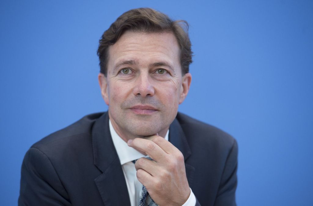 Regierungssprecher Steffen Seibert erhält für den geringen Ausstoß seines Dienstwagens von der Deutschen Umwelthilfe ein Lob. Foto: dpa