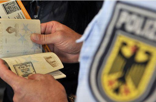 Ein Passagier kündigt im Vollrausch ein Attentat an – nun erwartet ihn wohl eine hohe Geldstrafe. (Symbolbild) Foto: dpa
