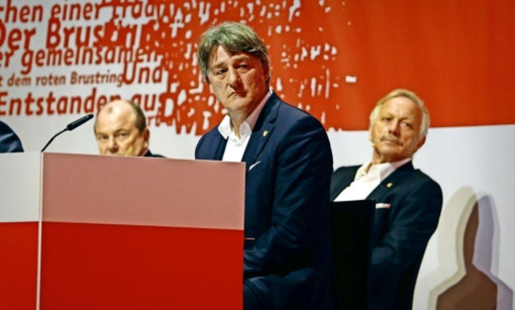 Quo vadis, VfB? Joachim Schmidt, Bernd Wahler und Eduardo Garcia (von rechts) blicken ratlos in die Runde. Foto: Baumann