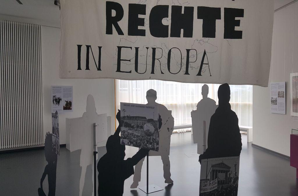 Die Schüler befassen sich in der Schau mit Rechten in Europa. Foto: Caroline Friedmann