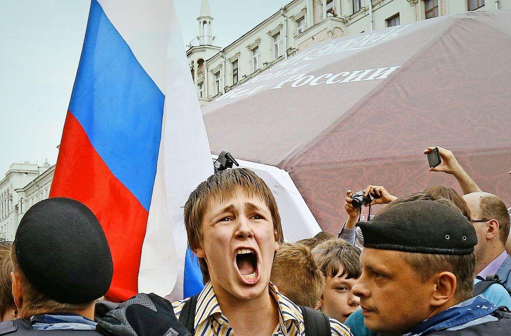 Die Polizei geht in Moskau hart gegen Demonstranten vor. Foto: AP