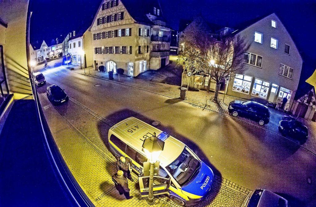 Die Polizei ist am Donnerstagabend  am Hindenburgplatz präsent gewesen. Foto: KS-Images.de