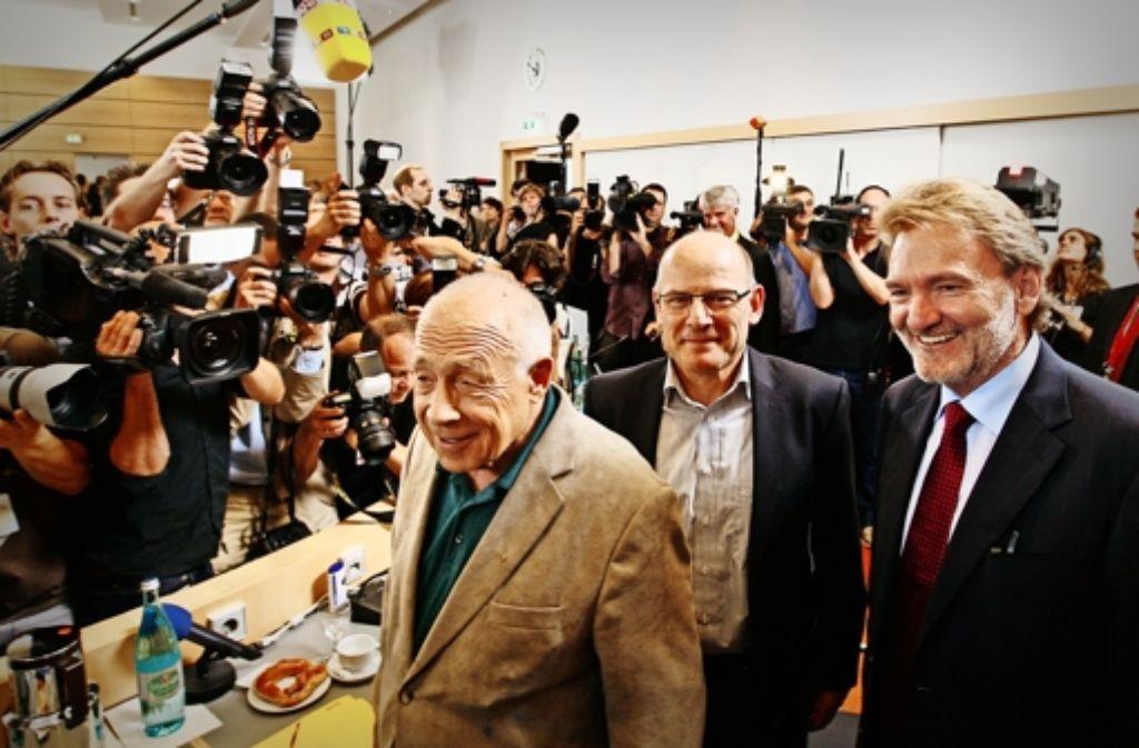 Drei Protagonisten der Schlichtung 2010: Moderator Heiner Geißler, der heutige Verkehrsminister Winfried Hermann und Bahn-Vorstand Volker Kefer. Foto: dpa