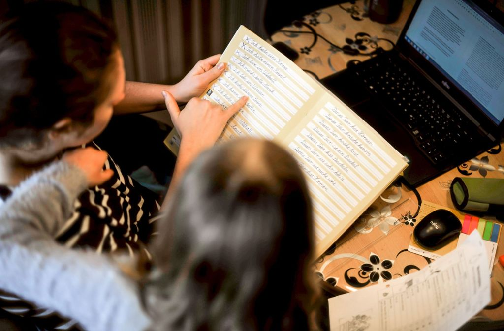 Nicht alle Kinder haben zu Hause einen Computer und Eltern, die ihnen bei den Schulaufgaben helfen können. Foto: Lichtgut/Max Kovalenko