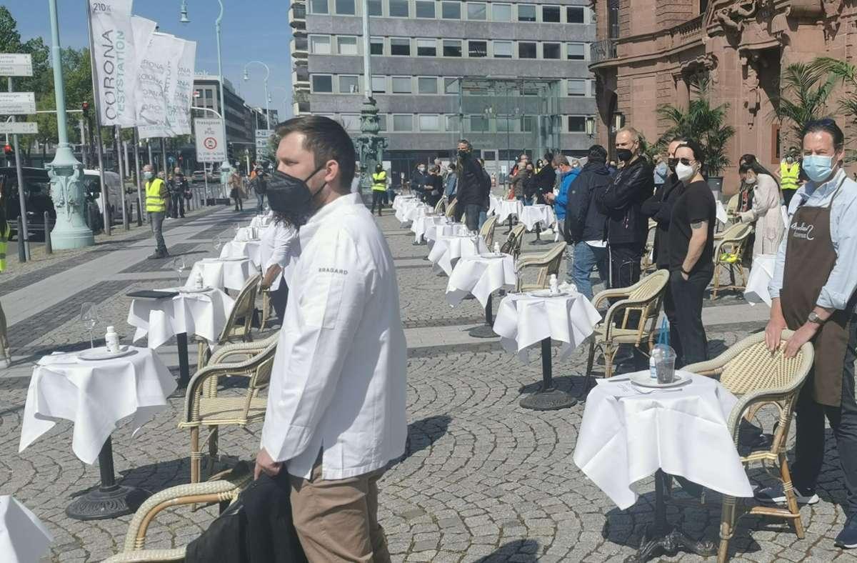 In Mannheim machten Wirte auf ihre schwierige Lage aufmerksam. Foto: dpa/Dieter Leder