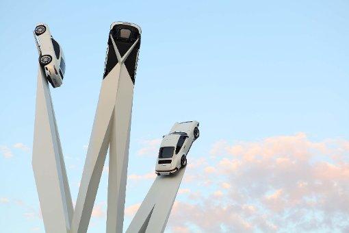 Porsche-Trio hoch in der Luft