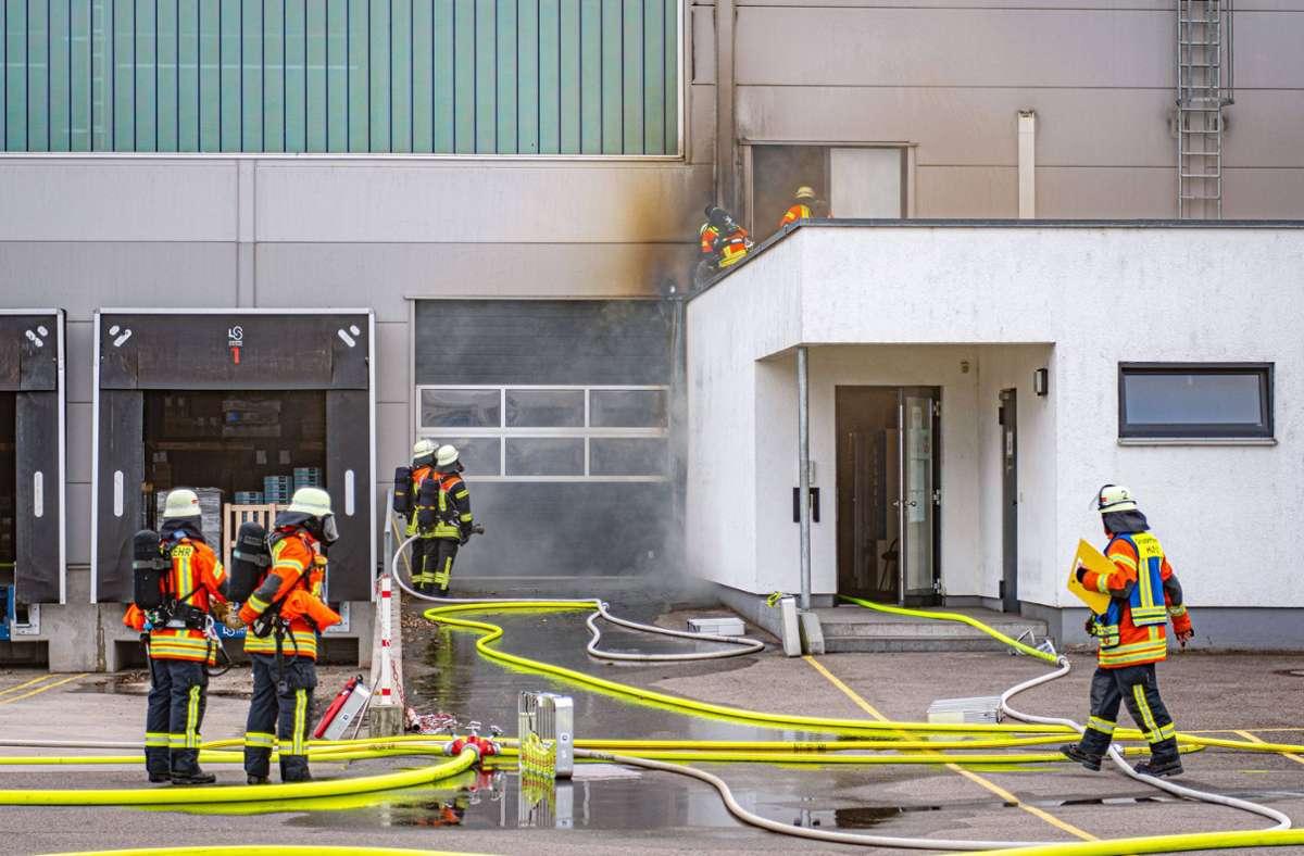 Insgesamt 70 Einsatzkräfte der Feuerwehren Unterensingen, Oberboihingen, Köngen, Nürtingen und Filderstadt waren vor Ort. Foto: 7aktuell/Moritz Bassermann