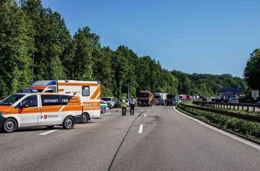 Schwerer Unfall sorgt für Vollsperrung der Autobahn
