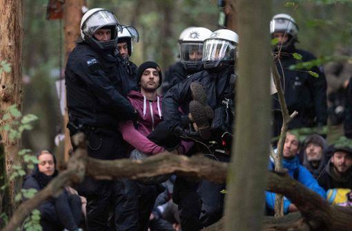 """Polizei räumt Baumhaus-Dorf """"Oaktown"""""""