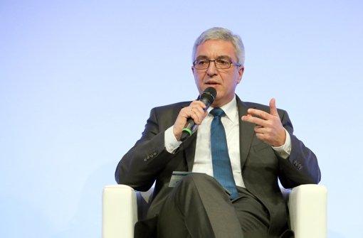 Der rheinland-pfälzische Innenminister Roger Lewentz soll statt Ministerpräsidentin Dreyer an der TV-Debatte teilnehmen. Foto: dpa