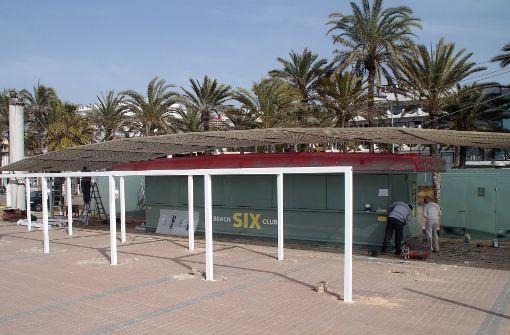 Die berühmte Strandbude bekommt ein neues Gesicht - und einen neuen Namen: Ab sofort prangt an der Front der Schriftzug «Beach Club Six». Foto: malleBZ
