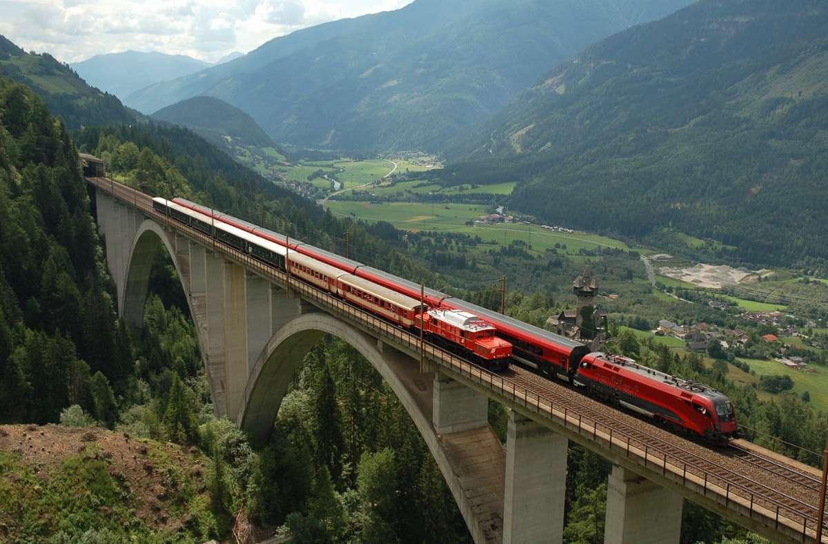 Züge der ÖBB auf der 97 Meter hohen Falkensteinbrücke in Kärnten. Foto: dpa/A9999 Öbb