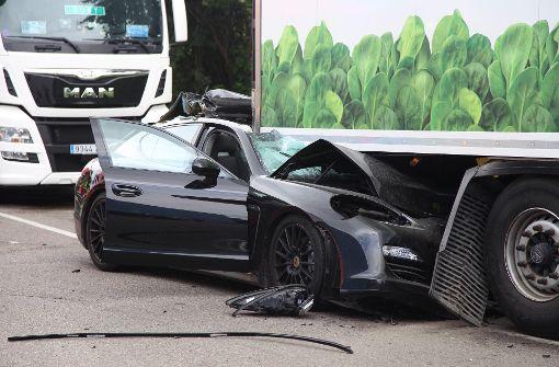 Porsche-Fahrer schwer verletzt – 100.000 Euro Schaden