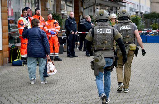 Mann hantiert mit Waffe und löst Polizeieinsatz aus