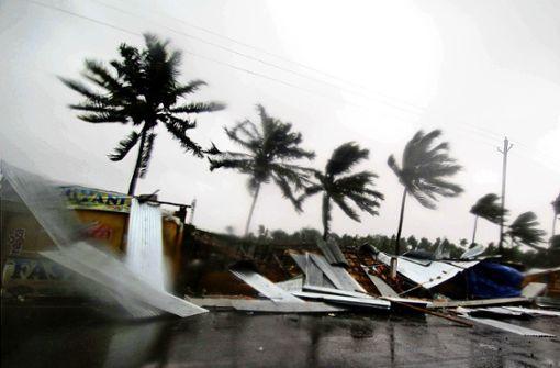 Schwerer Zyklon erreicht indische Küste