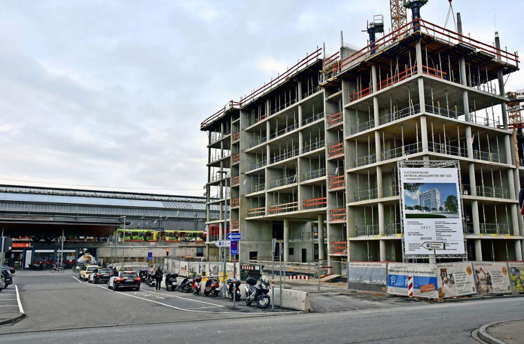 Zwölf Etagen soll der Dommermuth-Bau in Karlsruhe haben, fünf sind fertig. Foto: Jehle